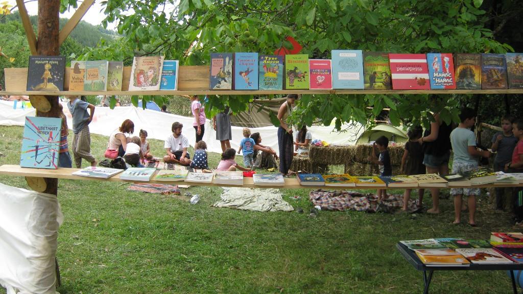 детски кът и книжарница
